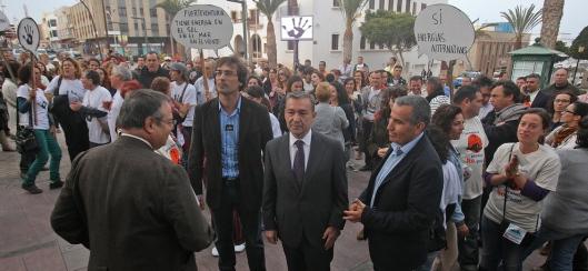 Entrando a la rueda de prensa en el Cabildo de Fuerteventura